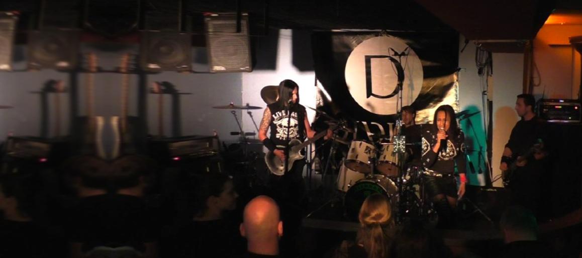 divine-live-slide